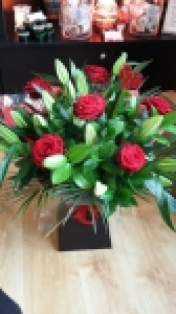 6 Luxury Red Roses & Lilies